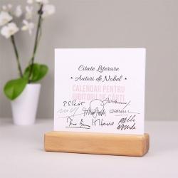 Calendar de birou cu suport de lemn Autori de Nobel_1